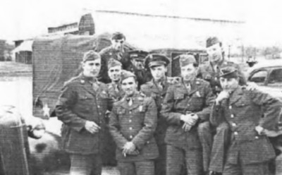 After basic training in 1943. Albert in center, 9 of us on our way to join the 441st Prisoner of War Processing Co. in Fort Custer, MI.