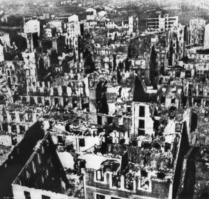 Guernica nach dem Angriff am 26. April 1937