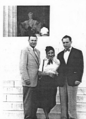 The first stop on our first vacation in 1952 in Washington D.C. in front of the Lincoln Memorial Kurt Rosenthal, Margot and Albert, Doris Rosenthal is the Photographer this time. From Washington we continued by way of the Shenandah Drive to Virginia Beach, VA